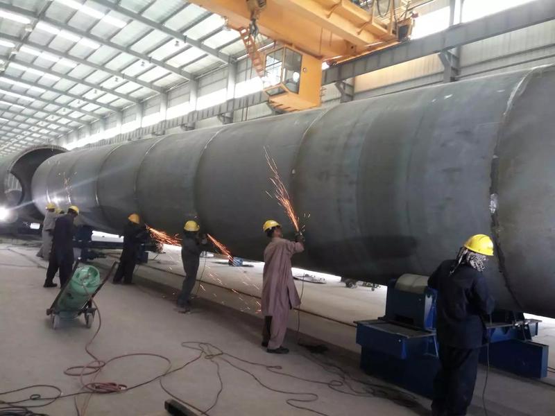厂房内巴方工人塔筒焊接作业.JPG